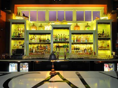 Las Perlas bar