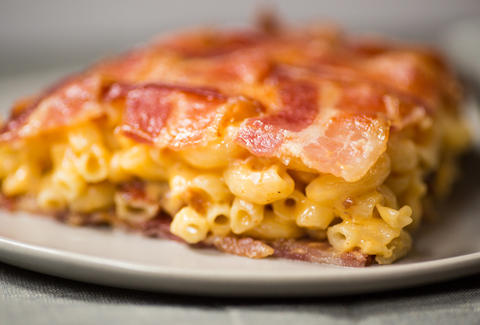 bacon mac n cheese quesadilla