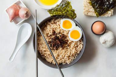 Fried garlic and shallots ramen — Thrillist Recipes