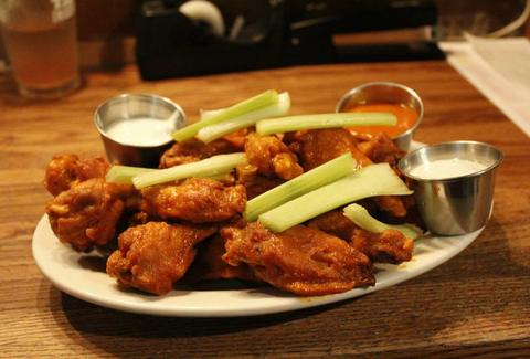 buffalo wings with celery and ranch dressing