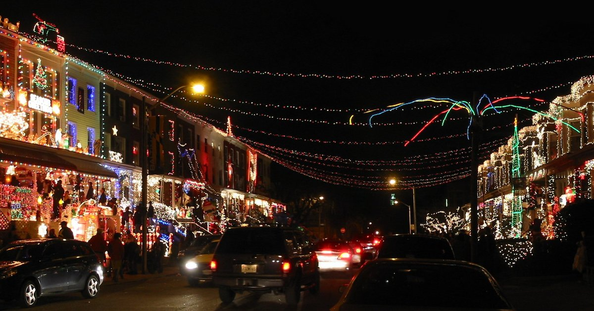 Christmas Lights - Best-Decorated Streets in the - Thrillist