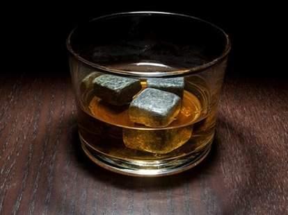 Jack Daniel's Single Barrel whiskey with whiskey rocks