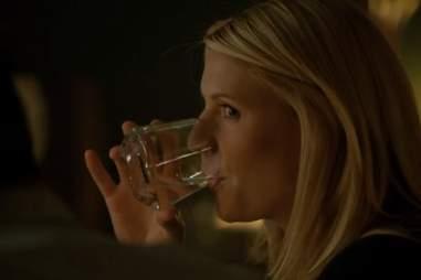 Carrie drinking on Homeland season 2, episode 4