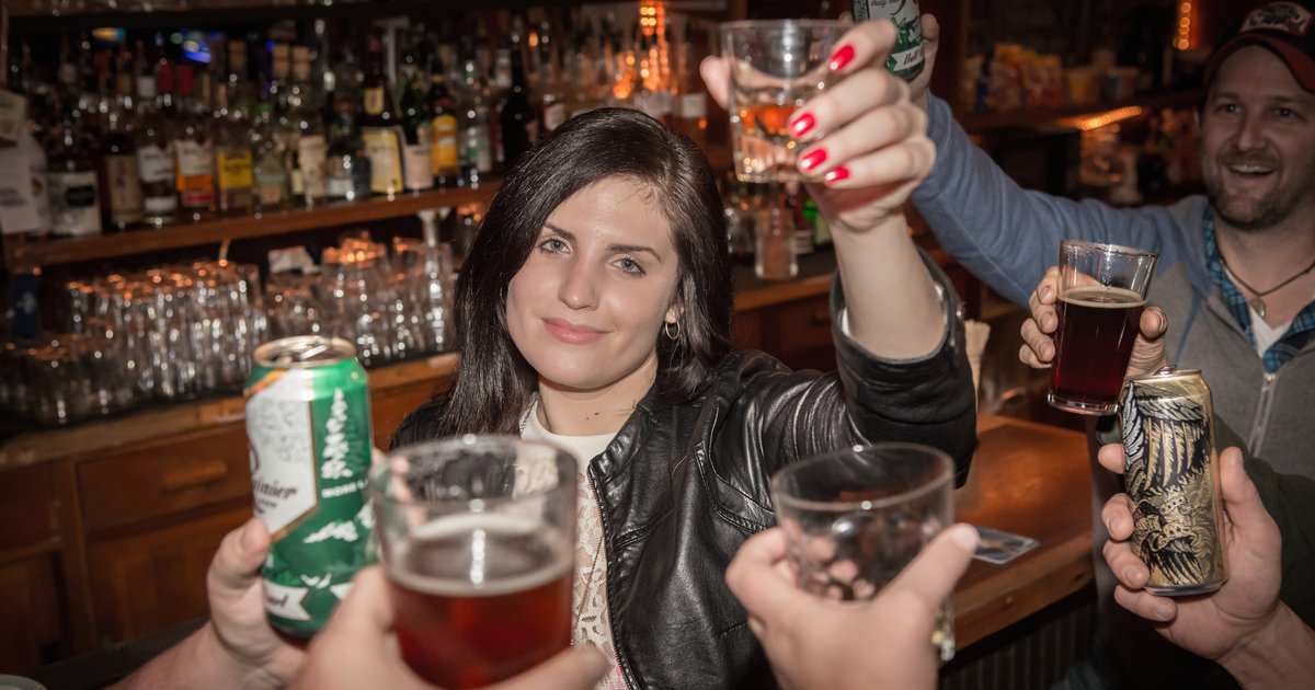 32 Things Every Woman Should Do In A Bar At Least Once -7009