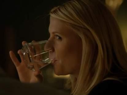 Carrie drinking on Homeland