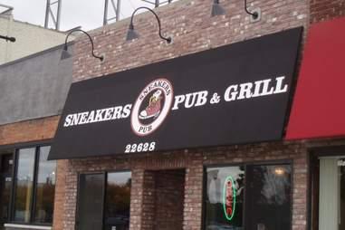 sneakers pub