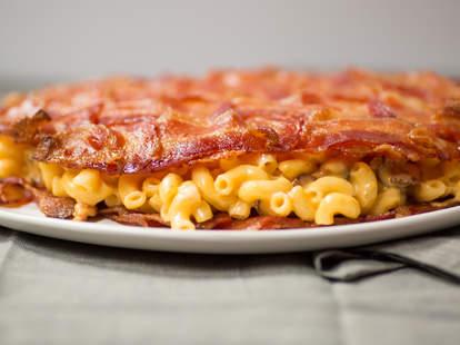 Bacon mac 'n cheese quesadilla