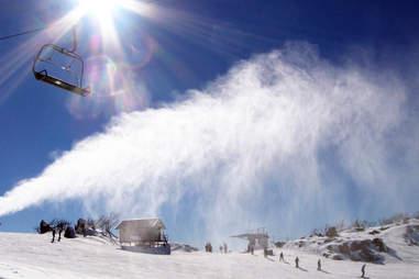 Fake snow machine