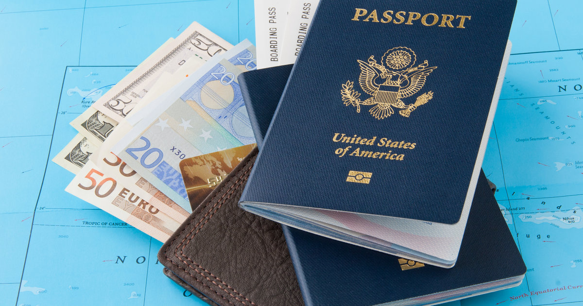 10 Ways to Save Tons of Cash When You Travel in 2015