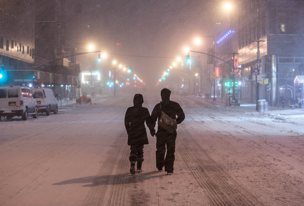 "Look at These Stunning Photos of a Deserted NYC in the ""Blizzard"""