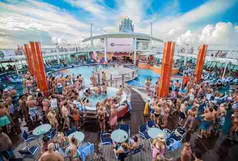 Swinger cruise ship
