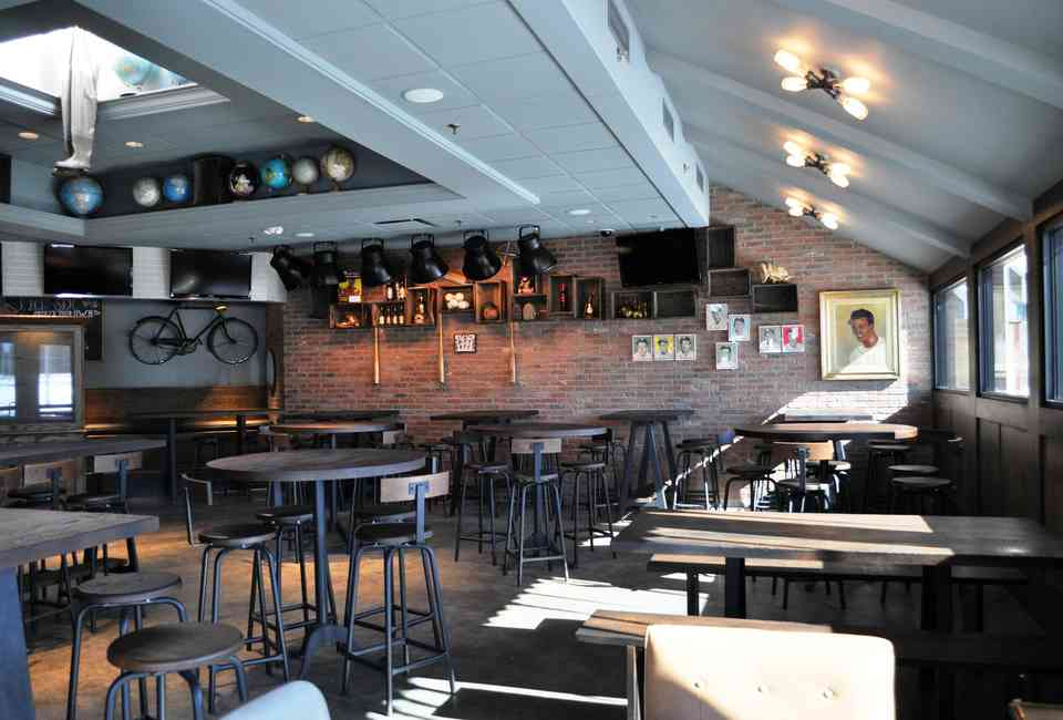 The 16 Best Bars In The Detroit Suburbs - Thrillist
