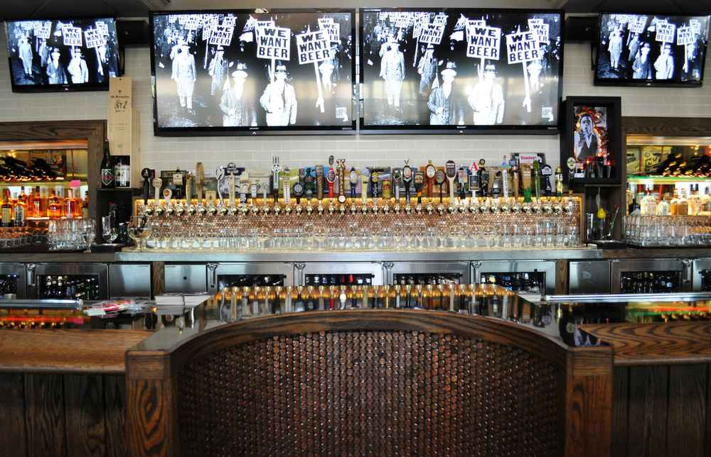 The 16 Best Bars In The Detroit Suburbs - Thrillist