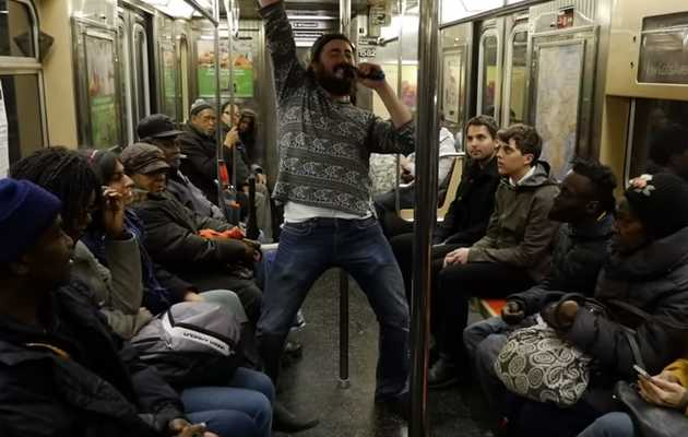 Unexpected Subway Dance Party Seemingly Amuses New Yorkers