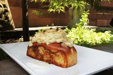 bacon mac and cheese dog