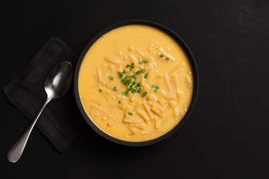 Beer mac 'n' cheese soup — Thrillist Recipes