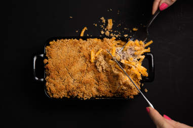 Philly cheesesteak mac 'n' cheese — Thrillist Recipes