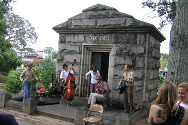 Band in front of tomb