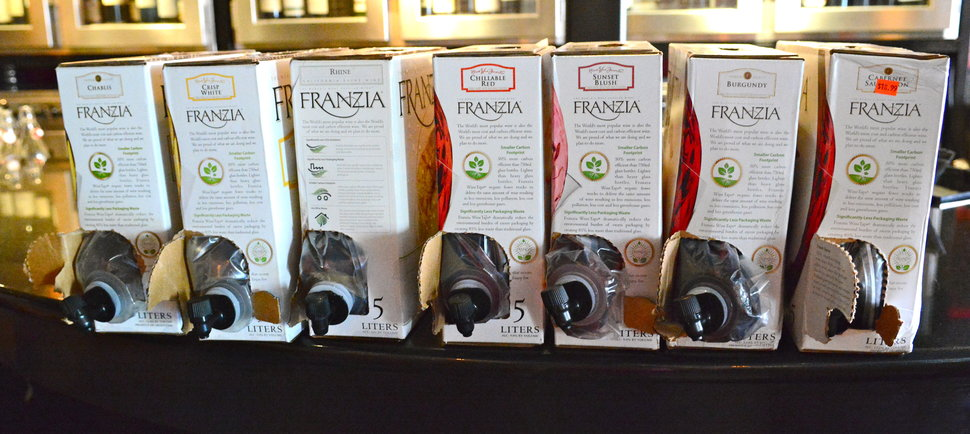 2 Sommeliers Taste All of Franzia\'s Classy Boxed Wines
