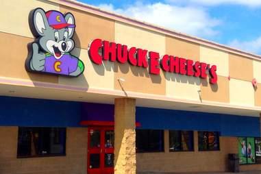 Chuck E. Cheese's sign