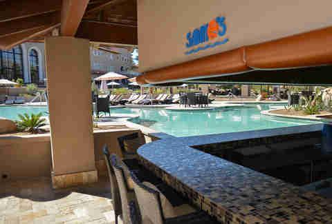 Swim Up Bars In The Us Harrah S The Hilton The Four Seasons