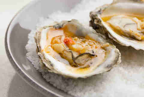 L&E Oyster Bar's Stone-Crab Grilled Oysters — Thrillist Recipes