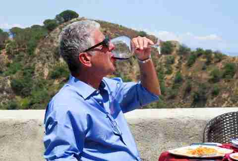 Anthony Bourdain drinking