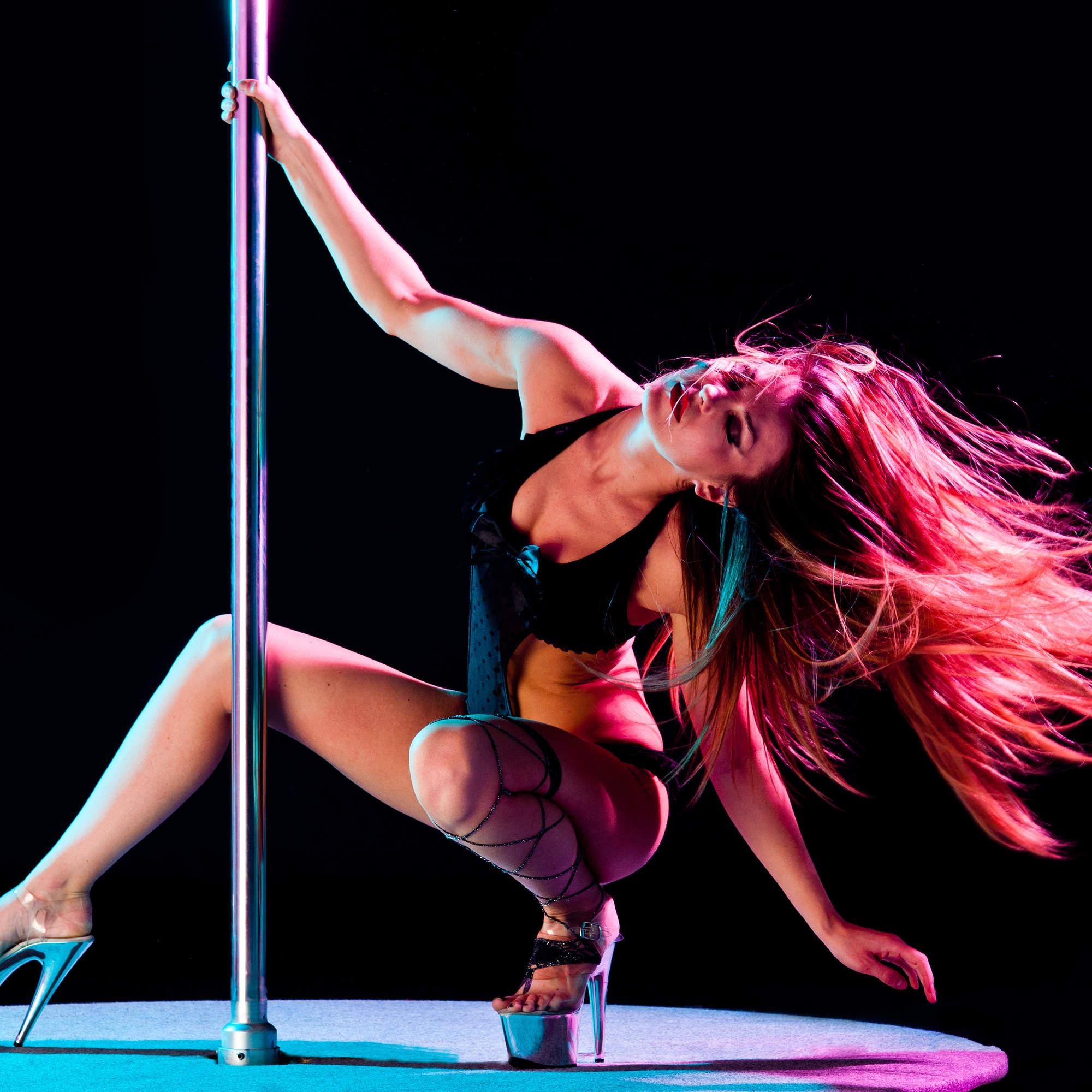 Танец с элементами стриптиза 14 фотография