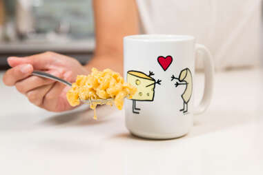 Micorwave macaroni and cheese in a mug — Thrillist Recipes