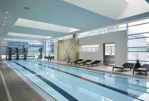 Infinity Pool Chicago sneak into chicago s best hotel pools thrillist