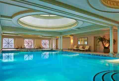 Sneak Into Chicago\'s Best Hotel Pools - Thrillist