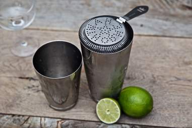 Shaking tins and strainers