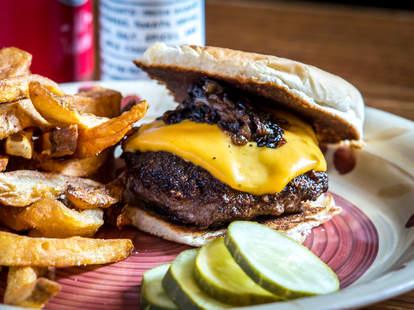 Brindle Room New York City, cheeseburger