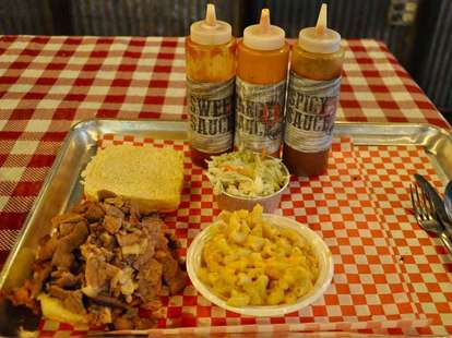 bbq pitts food mac and cheese pulled meat