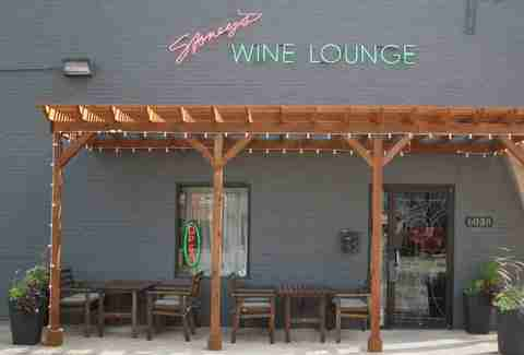exterior of stoney's wine lounge, tables and chairs