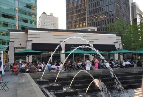 Fountain Bistro wine bar, Campus Martius Park bars