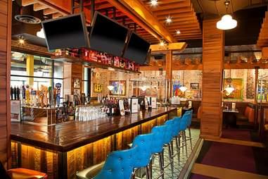 Lucille's Smokehouse Bar-B-Que, interior, bar