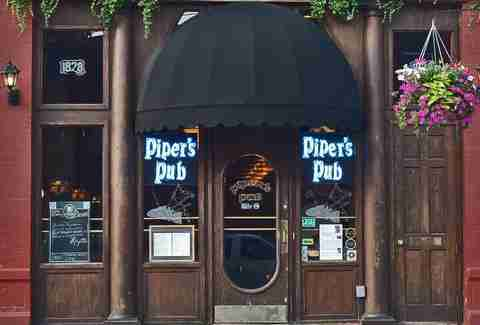 exterior of piper's pub pittsburgh beer