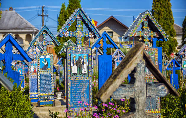 The 13 Coolest Cemeteries to Visit BEFORE You Die