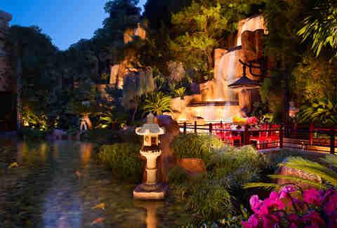 Best Date Spots In Vegas 15 Romantic Sin City Spots