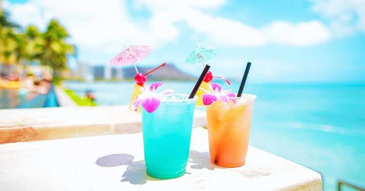 The 9 Best Beach Bars In Honolulu Oahu S Coolest