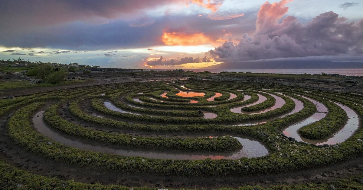 The Most Beautiful Places In Hawaii Secret Spots In Oahu Maui Kawai Thrillist