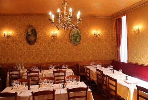 A La Petite Chaise Paris France Restaurant