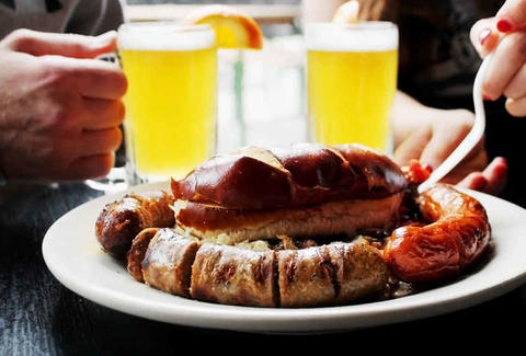 Great beers and bratwurst at Milwaukee Brat House