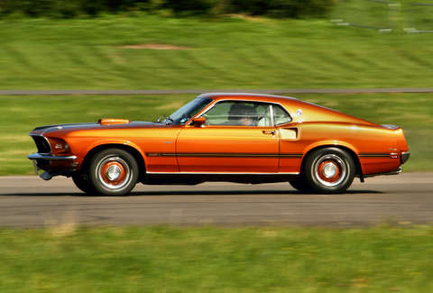 Classic American Muscle Cars That Are Slower Than A Minivan - Old classic cars