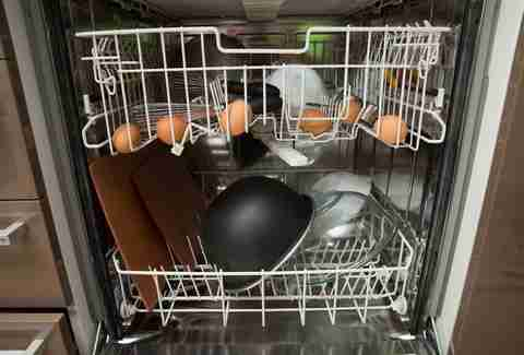Cooking eggs in a dishwasher