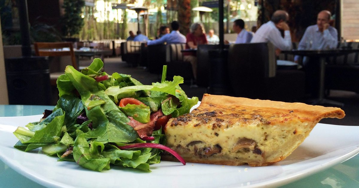 The 14 Best Bars and Restaurants on the Sunset Strip - Thrillist