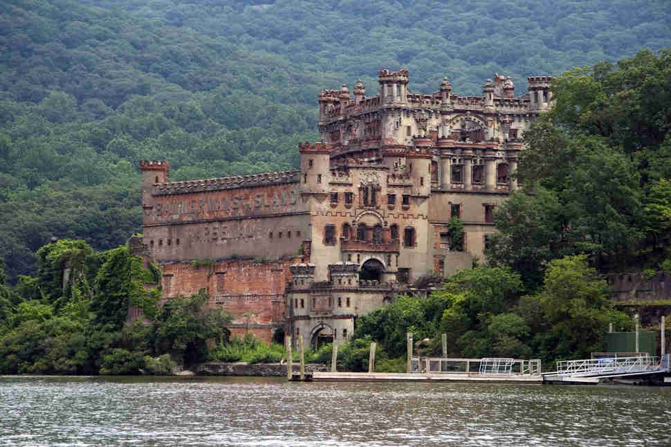 Most insane abandoned places in new york state thrillist for Pennsylvania hotel new york haunted