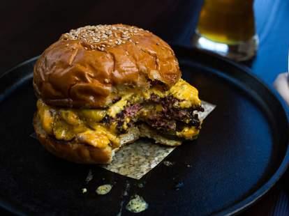the best burgers in charleston