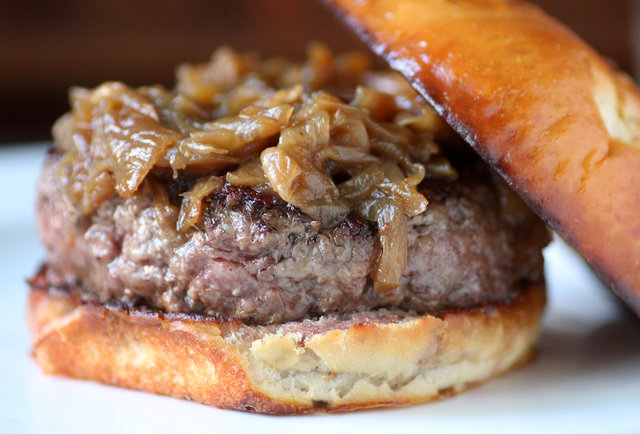 Chicago\'s Best Burgers: The Definitive Guide